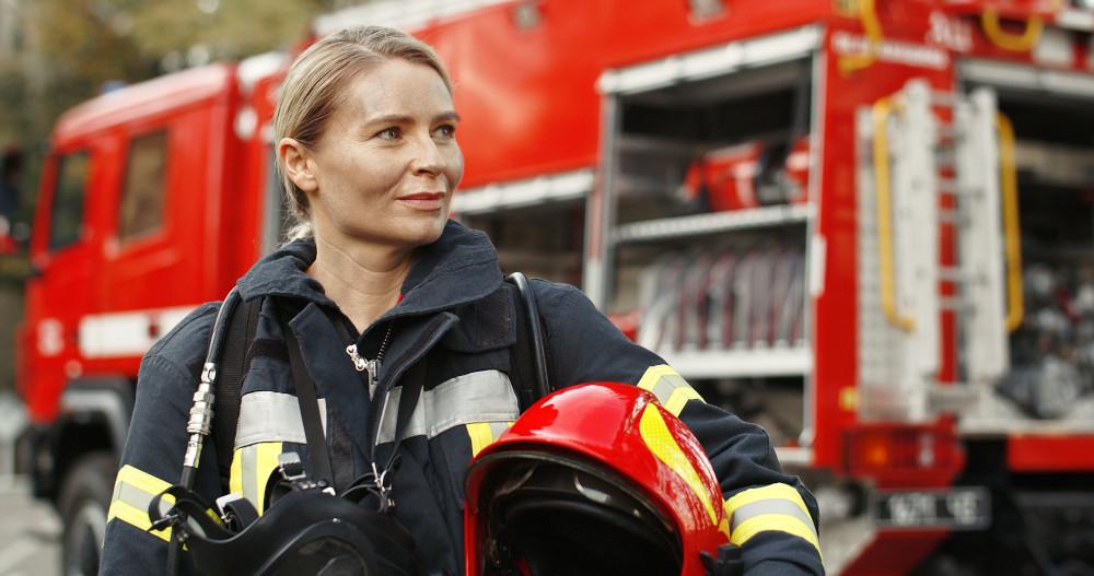 https://www.ccifrance-allemagne.fr/wp-content/uploads/2021/01/EPI_femme_pompier_parite.jpg
