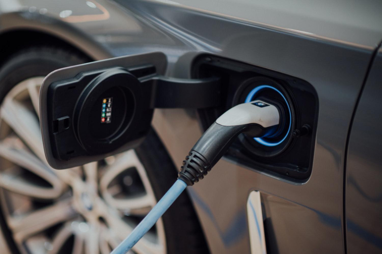 https://www.ccifrance-allemagne.fr/wp-content/uploads/2021/01/voiture_electrique_chargement.jpg