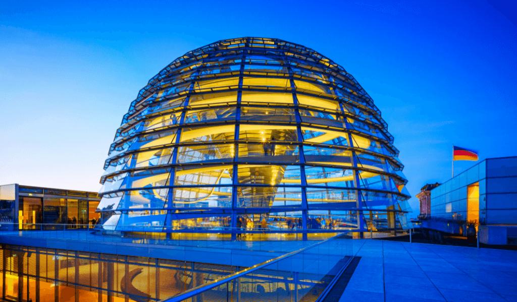 dôme en verre du Bundestag à Berlin en Allemagne