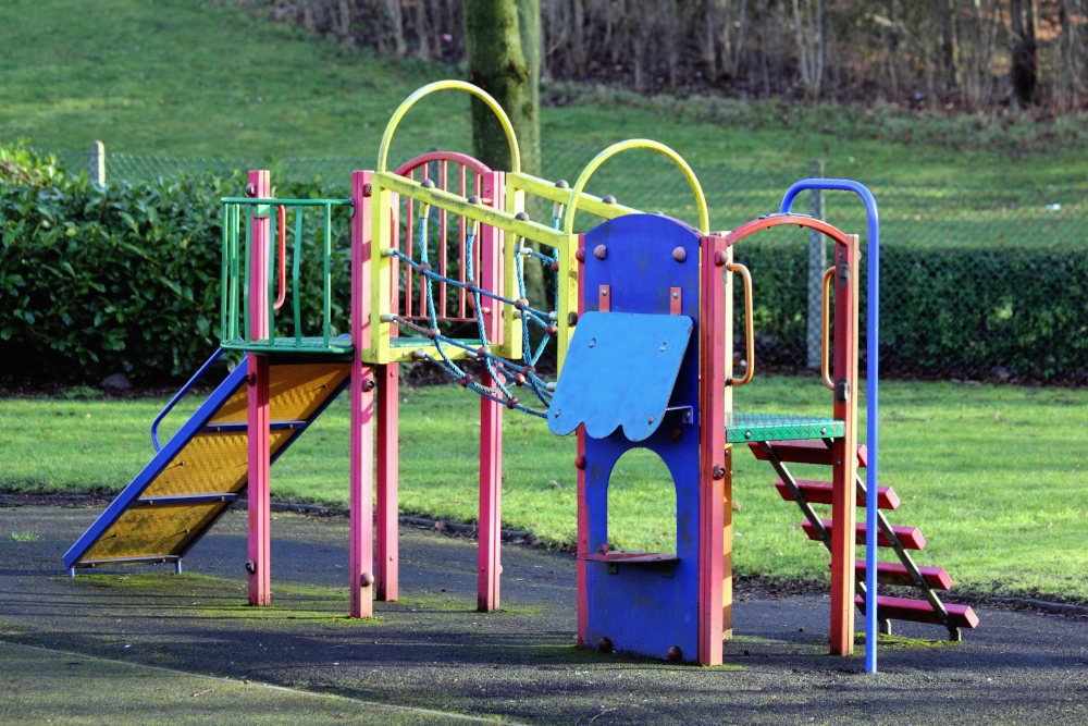 aires de jeux colorées en plein air