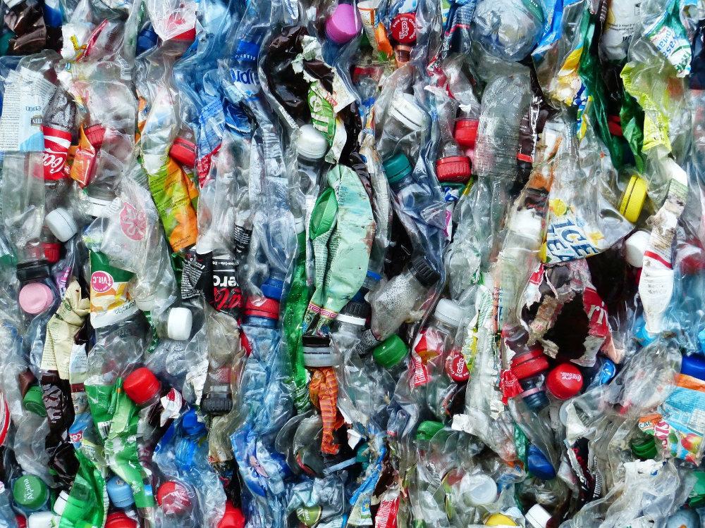 https://www.ccifrance-allemagne.fr/wp-content/uploads/2021/02/environnement_bouteilles_plastiques.jpg