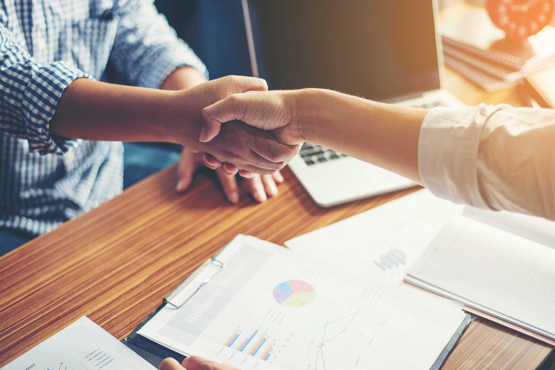 https://www.ccifrance-allemagne.fr/wp-content/uploads/2021/02/handshake_business-scaled.jpg