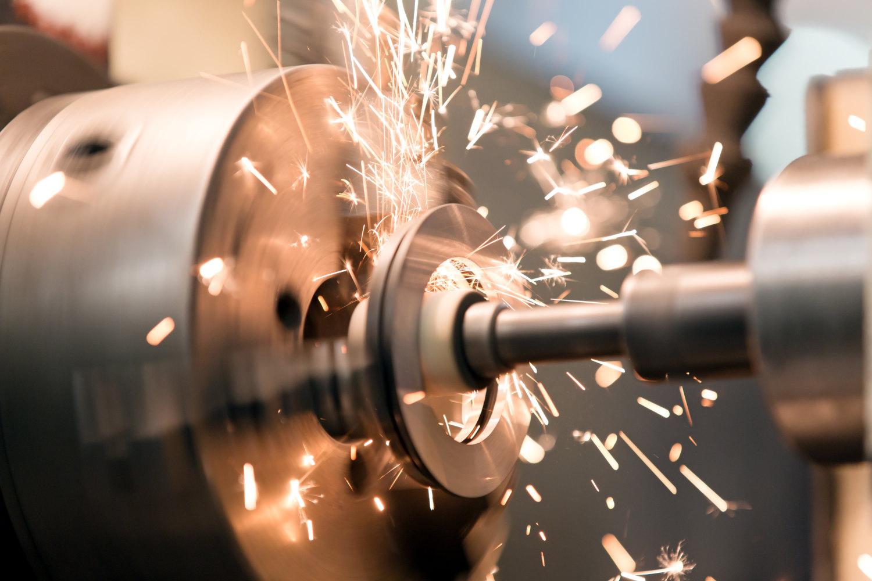 Machines outils allemand dont la friction créée des étincelles