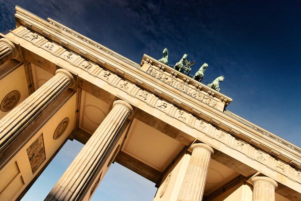 le quadrige de la porte de Brandebourg à Berlin symbole d'une implantation en Allemagne